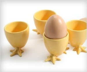 store and eat boiled eggs easily in this egg cup holder