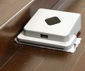 automatic robot for cleaning hard surfaces at home
