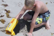 Handrulic Power Grip to dig beach sand easily