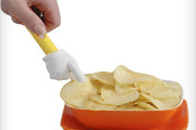 Potato Chips eating hand fingers tool